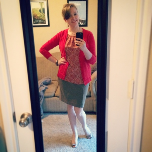 I was so happy to have a red cardigan after many years without, but this is the day I fell down the stairs at work...
